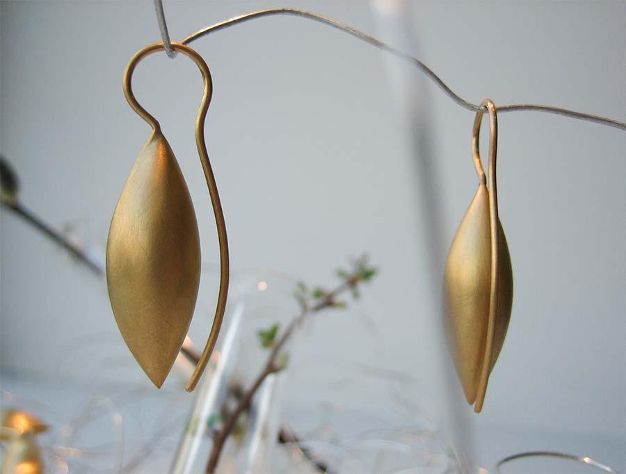 Seidenmatte Ohrhänger in Gelbgold
