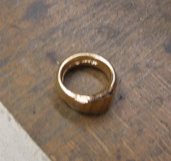Der gegossene Ring ohne Eingussteil.