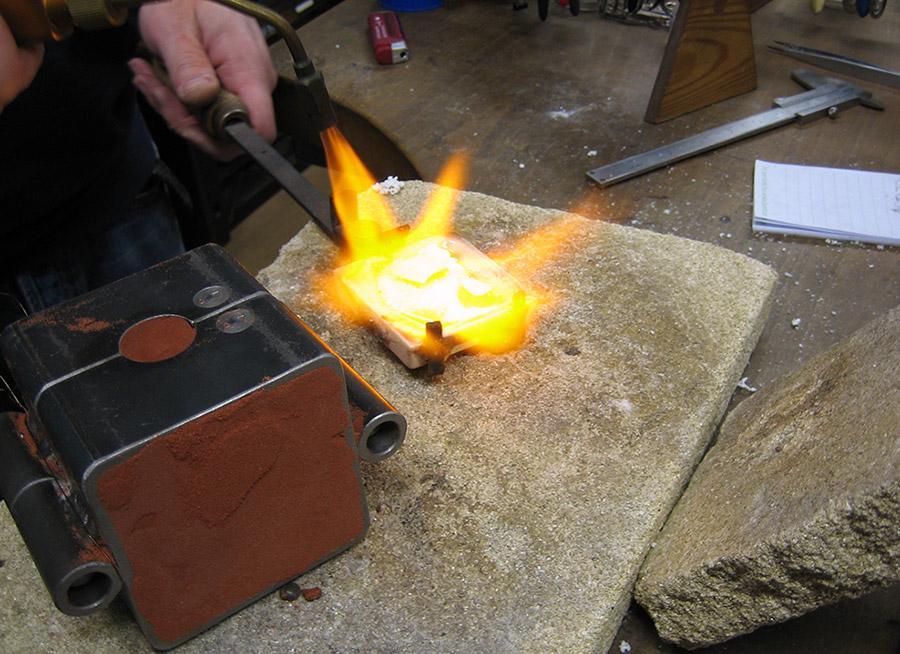 Das Gold wird erhitzt bis ca. 1000 Grad Celsius.
